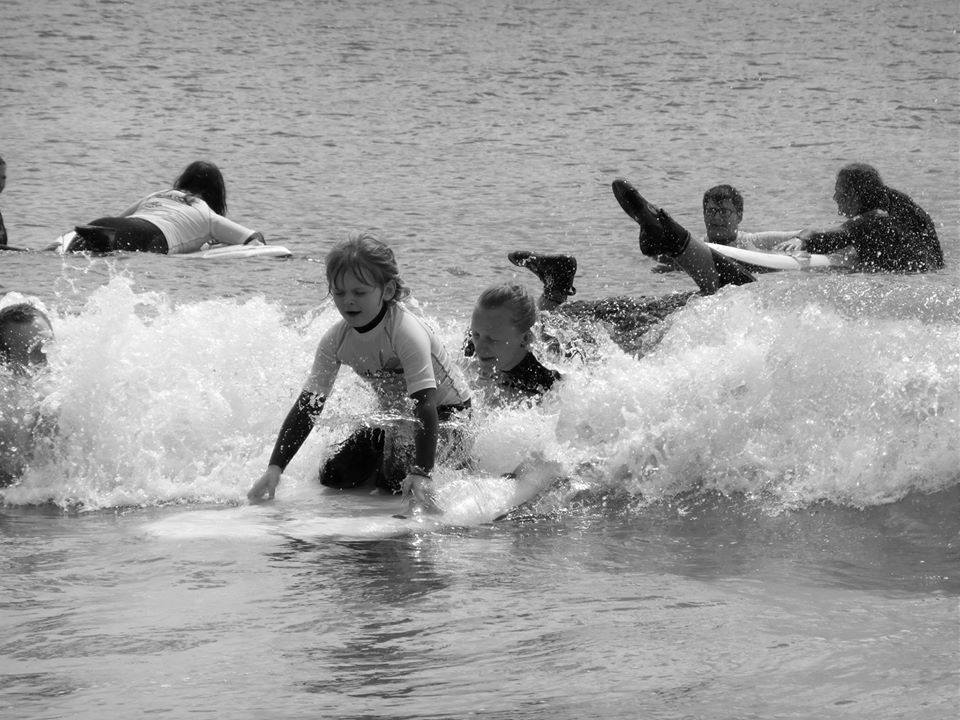 surfing a wave legs a kimbo - Splash Out 2016